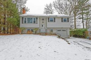 1120 Hendrickson Av, Schenectady, NY 12309