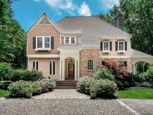 8 Autumn La, Saratoga Springs, NY 12866