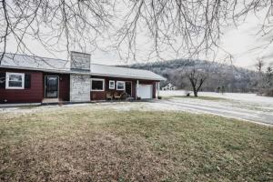 39 Black Point Rd, Ticonderoga, NY 12883