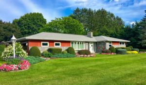 303 Bloomingrove Dr, Troy, NY 12180