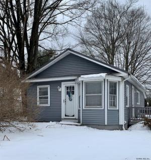 1013 Mohawk Rd, Schenectady, NY 12309