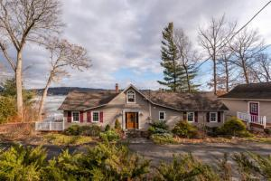 128 West Shore Dr, Valatie, NY 12184