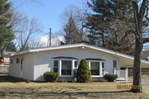 3 Martingale Dr, Colonie, NY 12205-3905