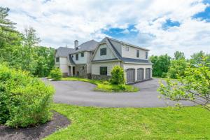 38 Indian Pipe Dr, North Greenbush, NY 12198