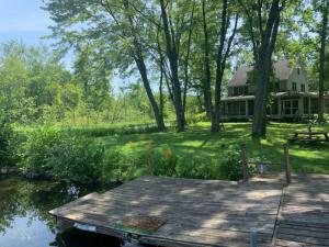 133 Brown Point La, Saratoga Springs, NY 12866