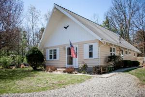 173 West Shore Dr, Valatie, NY 12184