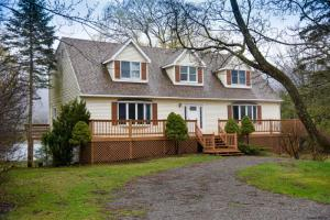 49 Outlet Dr, Ticonderoga, NY 12883