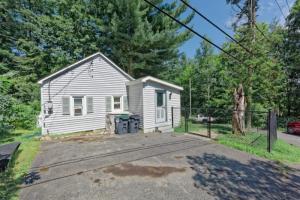 9 Burden Av, Averill Park, NY 12018