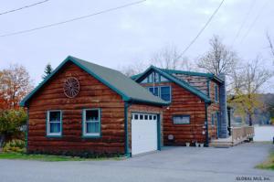 34 Cottage Rd, Ticonderoga, NY 12883