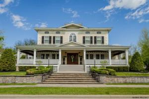 2 Campion La, Saratoga Springs, NY 12866