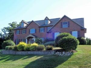 1 Derby Ct, Loudonville, NY 12211