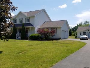 4 Lake View Dr, Queensbury, NY 12804