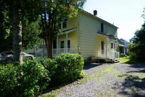 57 Bensonhurst Av, Saratoga Springs, NY 12866