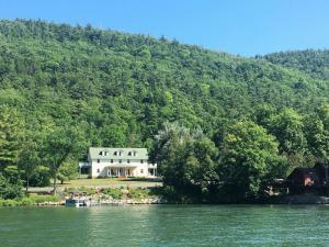 355 Black Point Rd, Ticonderoga, NY 12883