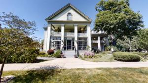 125 Union Av, Saratoga Springs, NY 12866