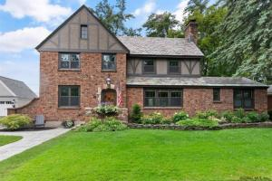 58 Fifth Av, Saratoga Springs, NY 12866