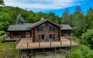 84 Twin Boulder Dr, Diamond Point, NY 12845