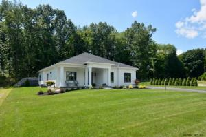 3 Steeple View Dr, Loudonville, NY 12211