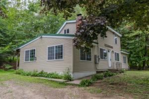 3 Oak Cir, Hadley, NY 12835
