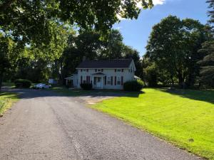 119/123 Weisheit Rd, Selkirk, NY 12158