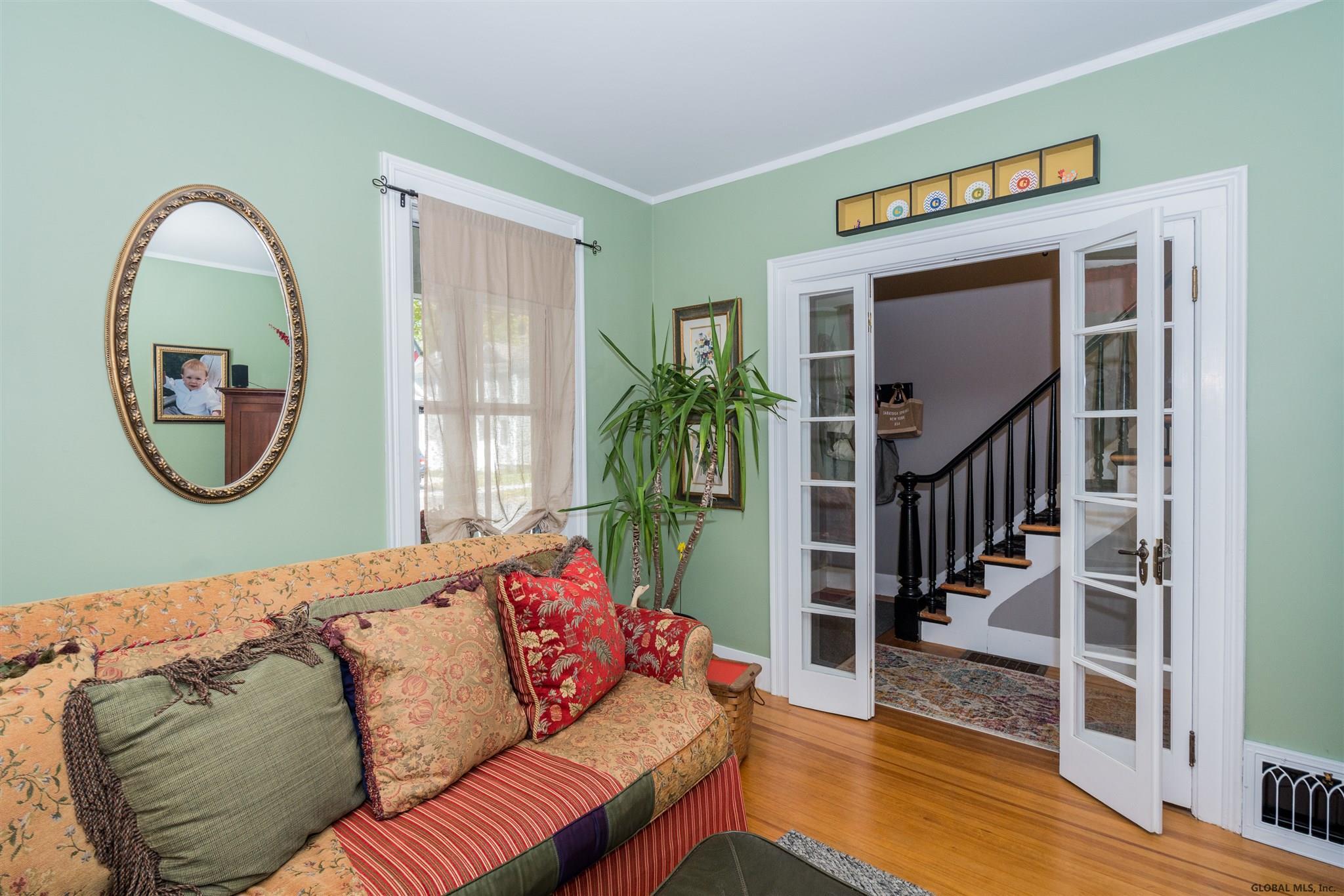 Saratoga S image 6