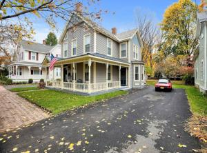 102 Ludlow St, Saratoga Springs, NY 12866