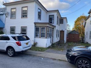 3 Smith St, Johnstown, NY 12095