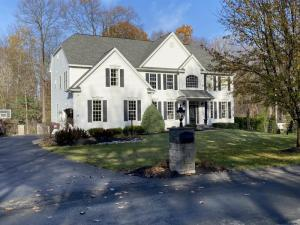 104 Ave Of The Oaks, Clifton Park, NY 12065-1691