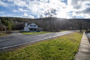 335 Black Point Rd, Ticonderoga, NY 12883