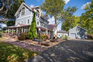 125 Louden Rd, Saratoga Springs, NY 12866-5499