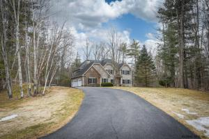 69 Springfield Dr, Voorheesville, NY 12186-9321