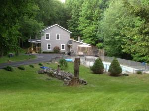 78 Tuthill Rd, Queensbury, NY 12804