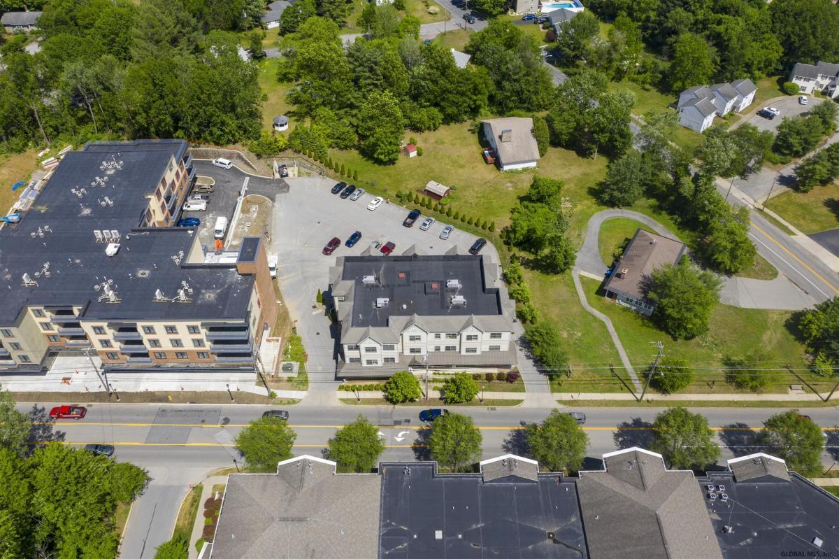 Saratoga S image 8