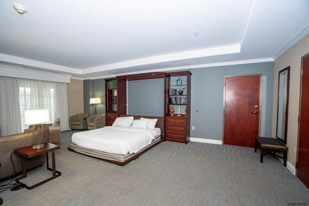 Saratoga S image 13