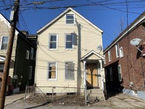 817 Strong St, Schenectady, NY 12307-1903