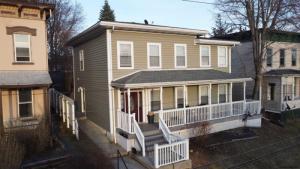 22 New St, Catskill, NY 12414