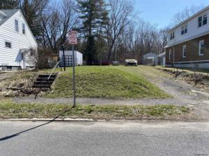 2022 Lenox Rd, Schenectady, NY 12308-1305