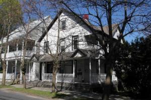 134 Woodlawn Av, Saratoga Springs, NY 12866