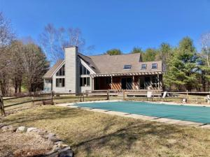 16 Clements Rd, Queensbury, NY 12804