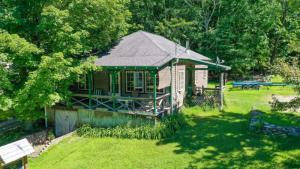2023a Lands End Rd, Huletts Landing, NY 12841-7737