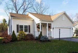 9 Cleveland Av, Saratoga Springs, NY 12866