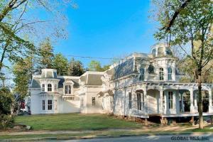 35 Greenfield Av, Saratoga Springs, NY 12866