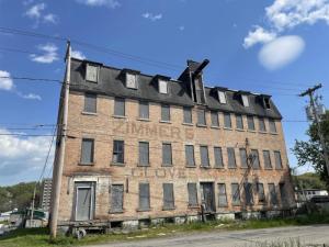 31 S Arlington Av, Gloversville, NY 12078