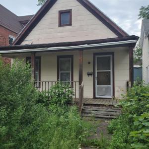 540 Paige St, Schenectady, NY 12307-1711