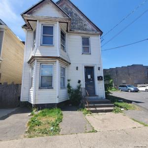 1108 Albany St, Schenectady, NY 12304-2602