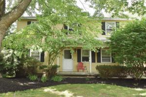 48 Chapel La, Glenmont, NY 12077-3403