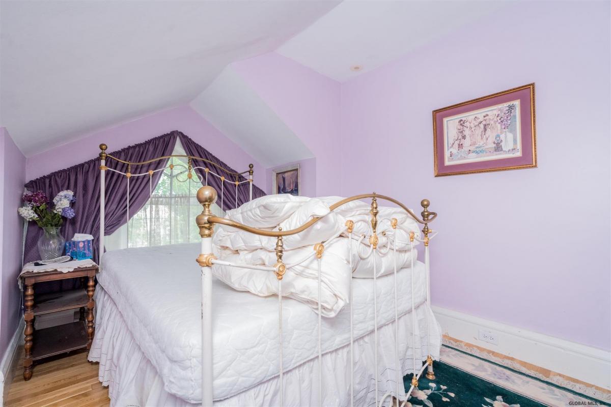 Saratoga S image 31