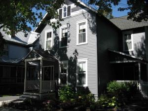 23 George St, Saratoga Springs, NY 12866