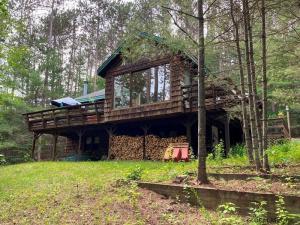 15 Spruce Dr, Brant Lake, NY 12815