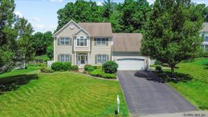 16 Bergen Woods Dr, Cohoes, NY 12047